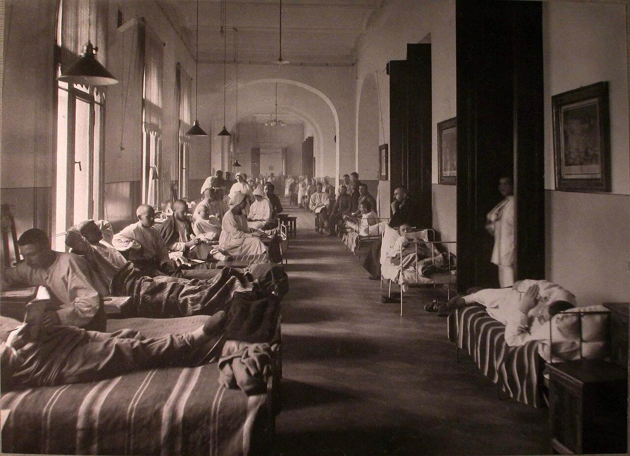 22. Раненые в палате лазарета при городской Гееровской богадельне