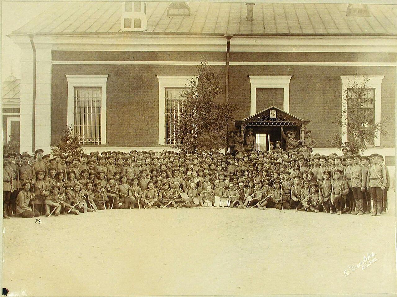 15. Нижние чины артиллерийских частей, принимавшие участие в смотре