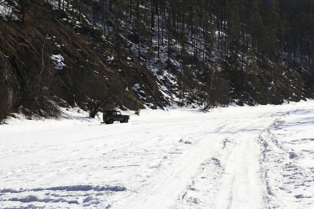 Зимняя дорога на реке Ай