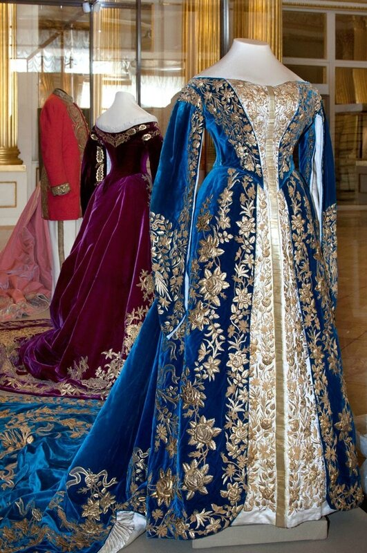 розовый цвет императорских одежд