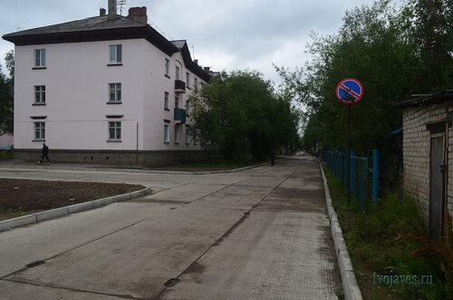 Фотография Инты №7151  Северо-восточный угол Полярной 24 и забор Чайковского 8 24.08.2014_12:44
