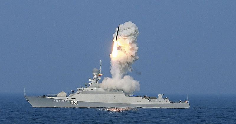 """Complesso di lancio di missili """"Calibre-NK"""" con MRK """"Grad Sviyazhsk"""" Progetto 21631"""