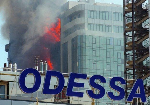 Высотное жилое здание полыхает вОдессе