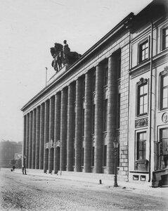 Фасад здания посольства со стороны Исаакиевской площади. (арх. П.Беренс, 1911-1913)