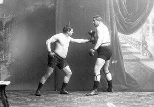 Боксеры Мольдт и Т.Жаксон (справа) момент боя (английский бокс)