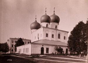 Вид собора Рождества Богородицы Антониева монастыря ( возведён в 1117 г. на северной оконечности Торговой стороны). Новгород г.