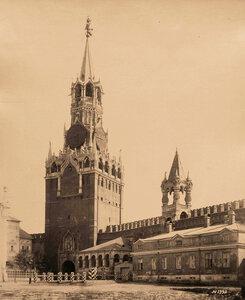 Вид на проездную Спасскую башню с внутренней стороны Кремля (построена в 1491 г.итальянским архитектором Пьетро Антонио Солари ). Москва г.