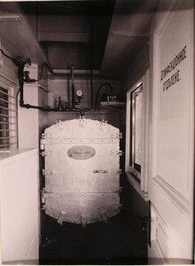 Вид дезинфекционного отделения (камера закрыта), оборудованного в вагоне-прачечной.