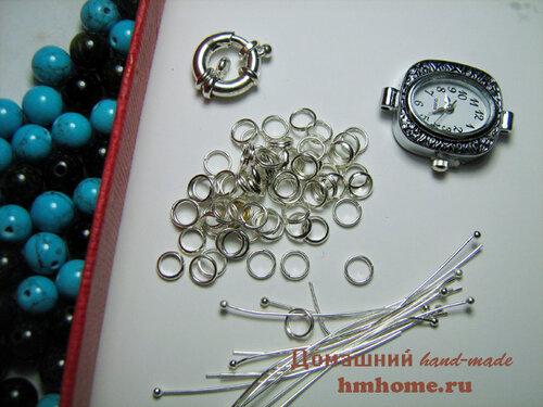 Часы с ремешком из бусин