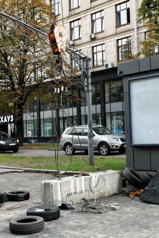 Демонтаж баррикады на Майдане Незалежности