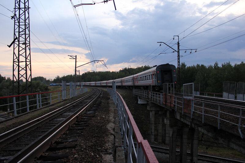 ЧС7-073 с ПДСом Москва - Великие Луки, на приближении к станции Манихино-1