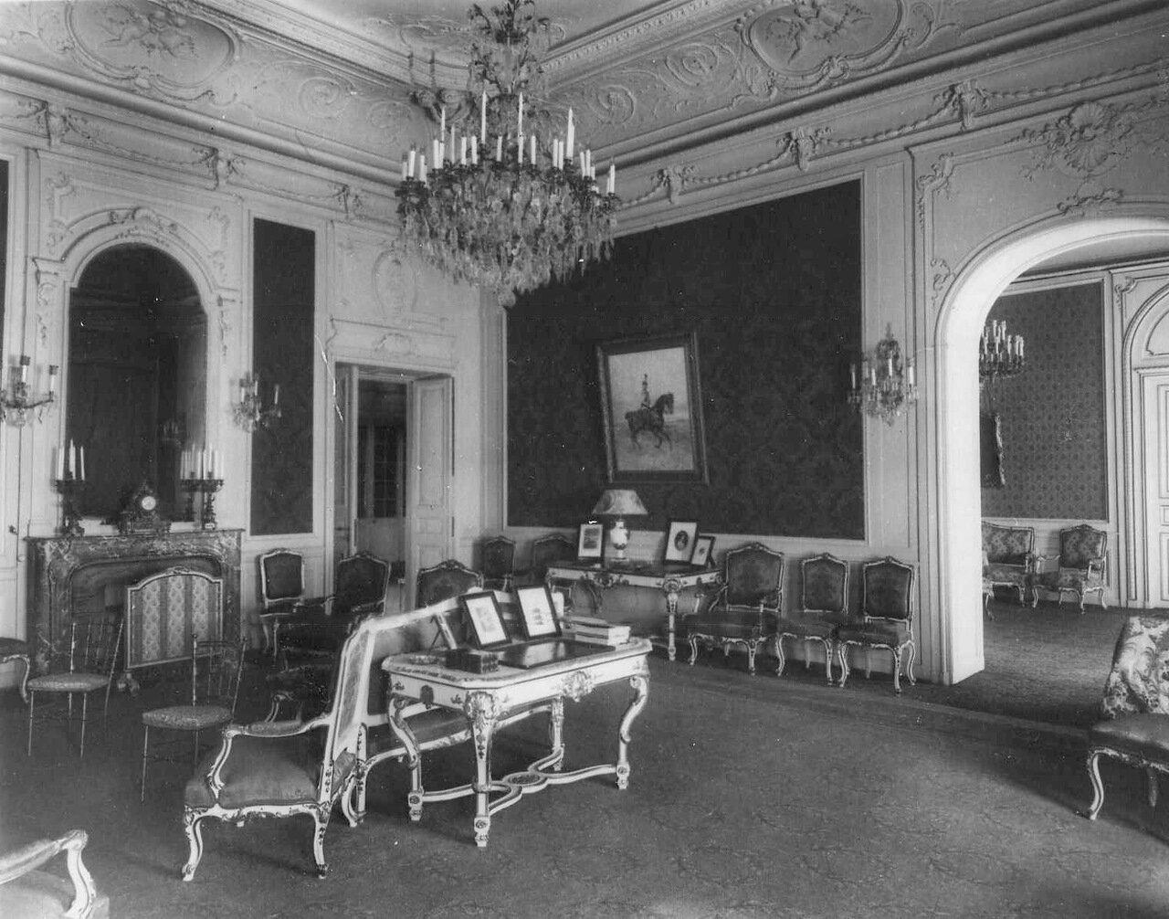 05. Гостиная в посольстве. 1914
