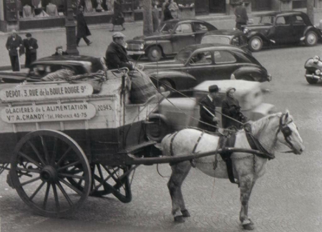1951. На Площади Мадлен