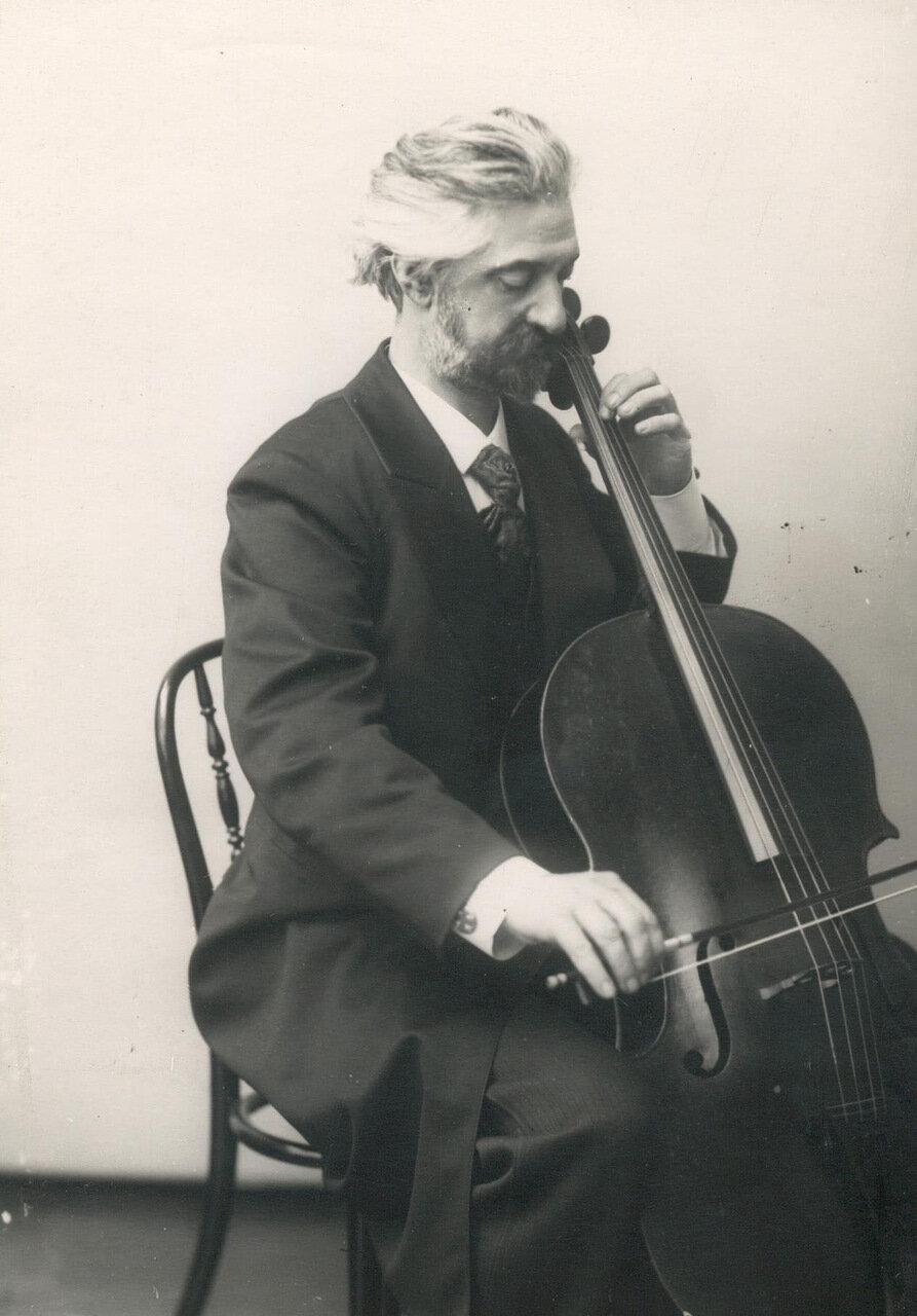 23. Вержбилович - профессор консерватории, виолончелист
