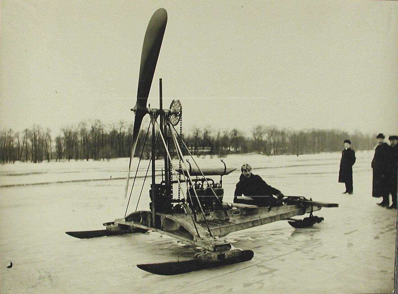 32. Общий вид аэро-буэра конструкции братьев А.и В.Лебедевых для езды по льду; мотор автомобильный - 25 лошадиных сил