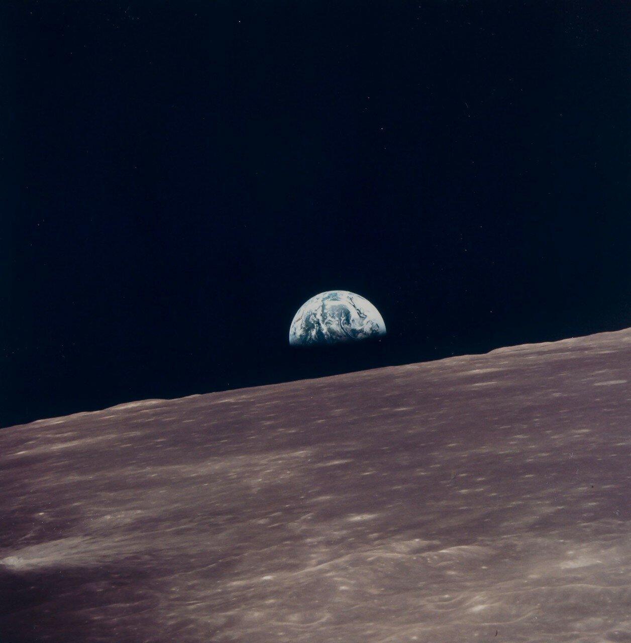 1969. май. Снимок восхода Земли, сделанный из Лунного Модуля