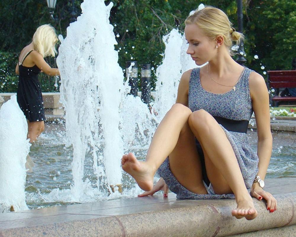 Смотреть онлайн девушки засветили свои прелести, Видео : Красивыи засвет киски в трамвае - русское порно 21 фотография