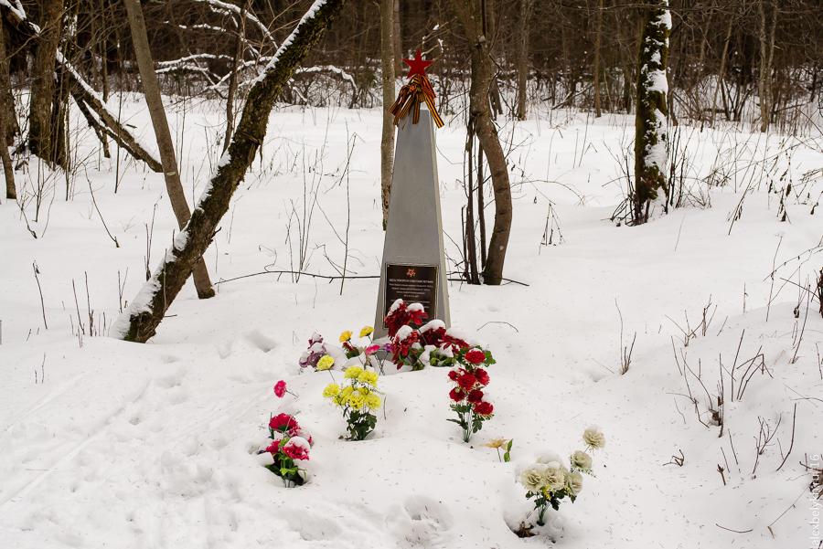 Памятник советским лётчикам Тайцы