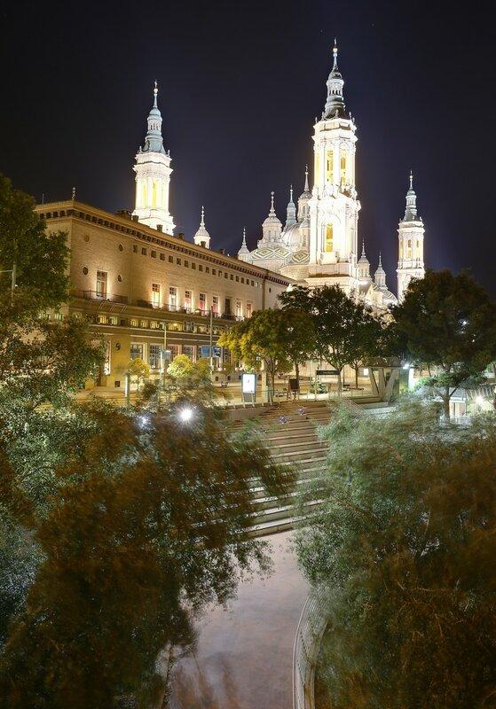 Ночная Сарагоса. Ратуша и собор Пилар. Вид с Каменного моста