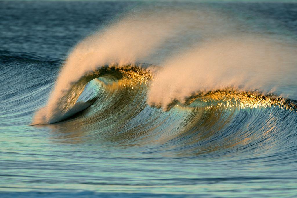 А волны бушуют и плачут…