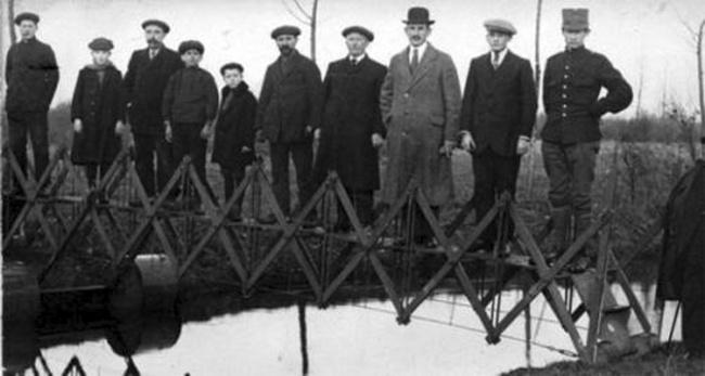 Такой необычный мост можно было сложить вчемоданчик иносить ссобой. Нутак, навсякий случай.