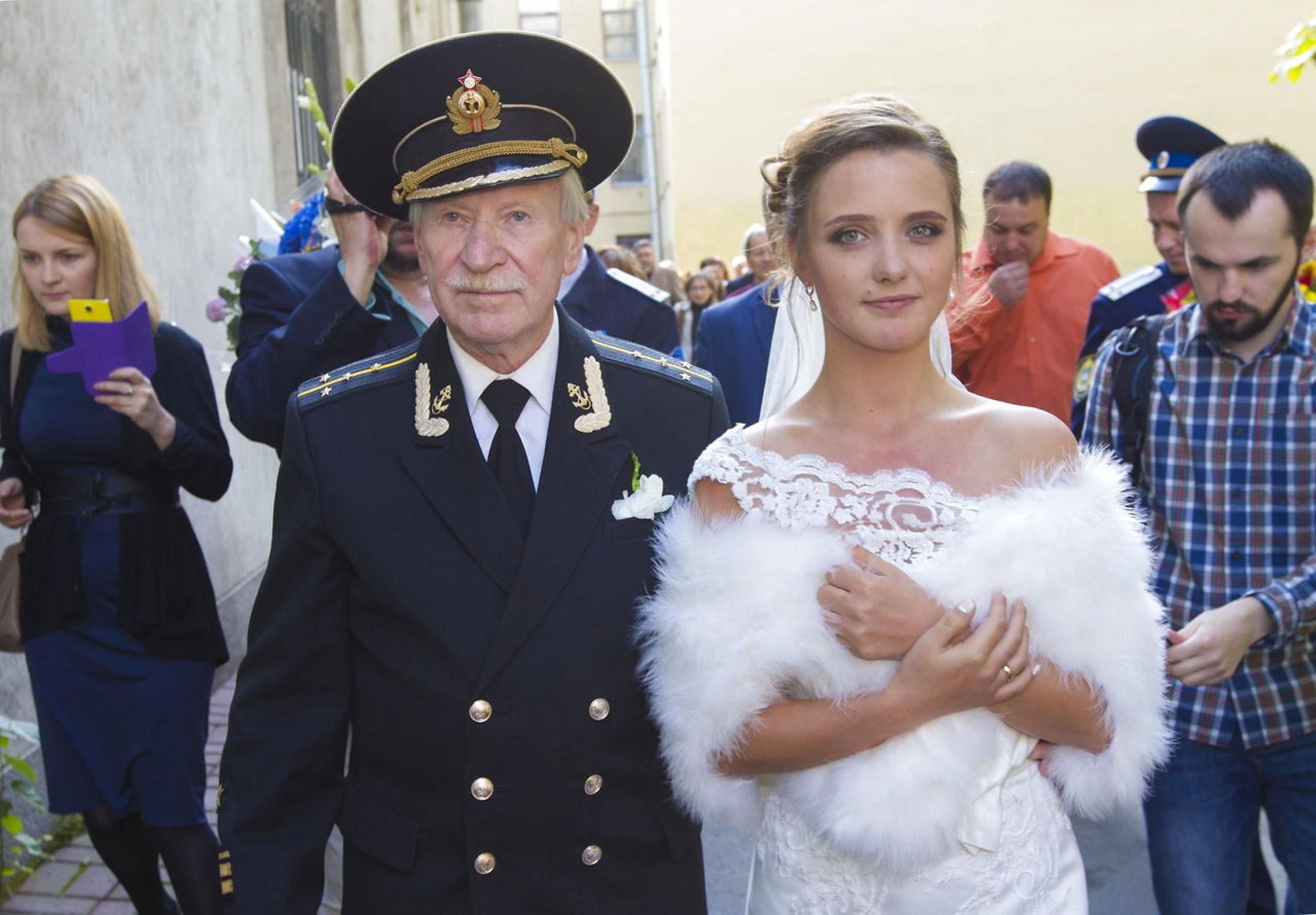 Летняя супруга  84-летнего артиста  Ивана Краско посвятила мужу поэму