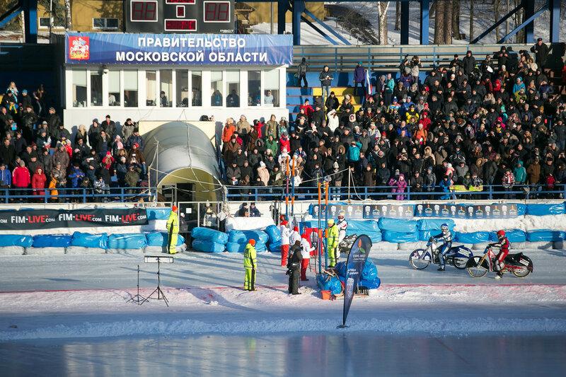 На красногорском стадионе Зоркий проходит Первый финал личного чемпионата мира по мотогонкам на льду