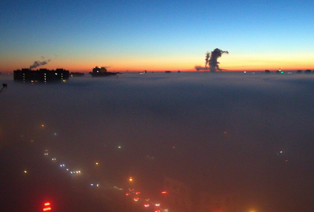 Туман над утренним городом