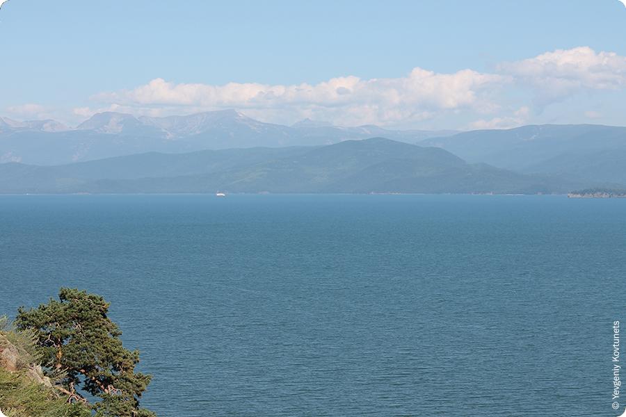 Вид с горы в Монахово на Залив Чивыркуй, Байкал
