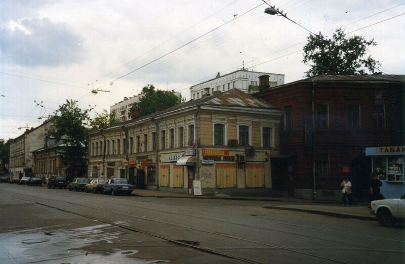 18901 Бауманская улица, у музея _Слобода_1997 С.Г.Величко.jpg