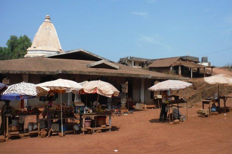 Рынок перед храмом