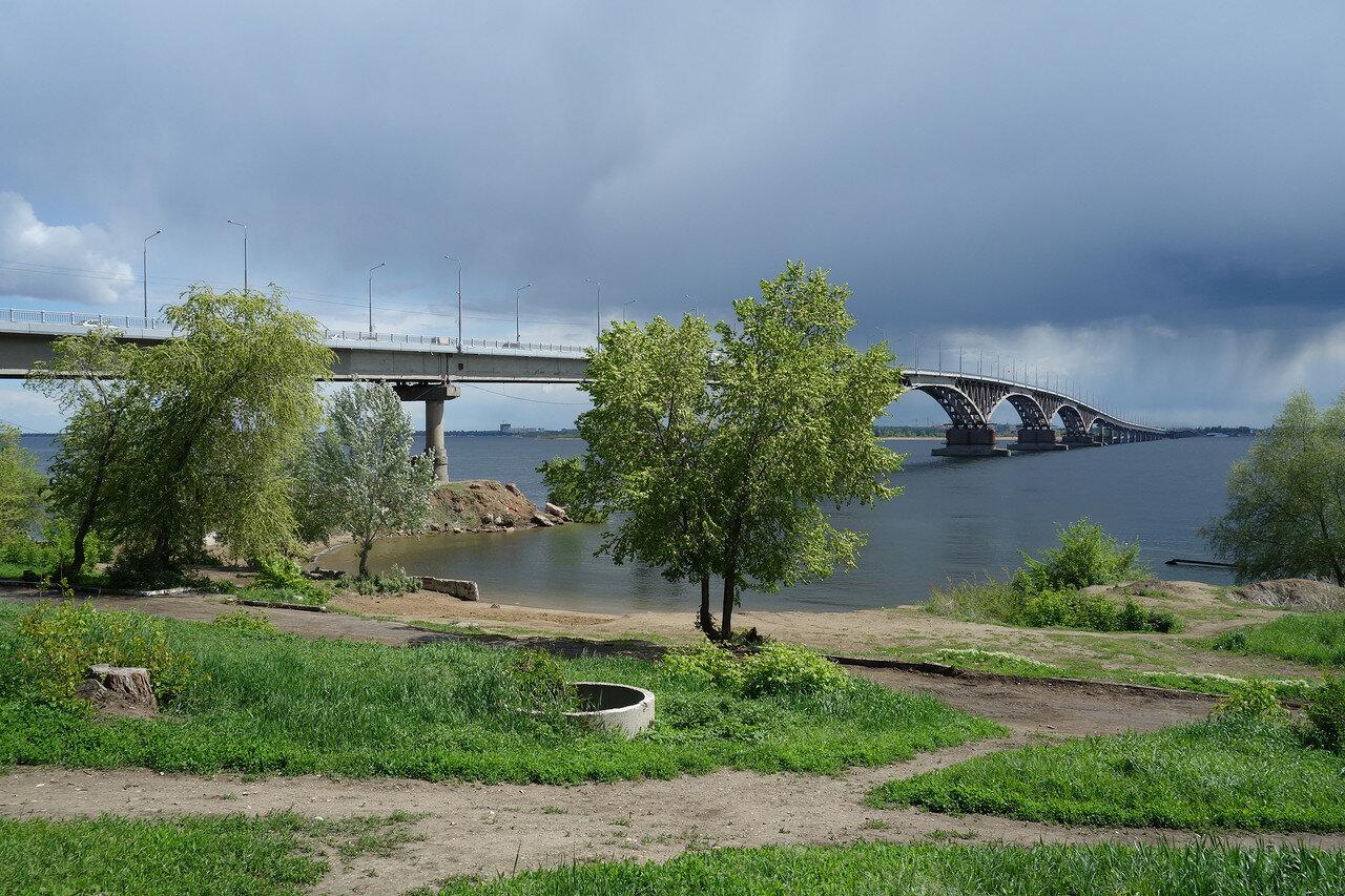 мост и дикий пляж