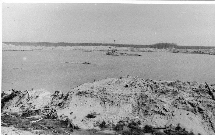 Воронка образовавшаяся в результате атомного взрыва в Черднском районе. Лето 1973 г..jpg
