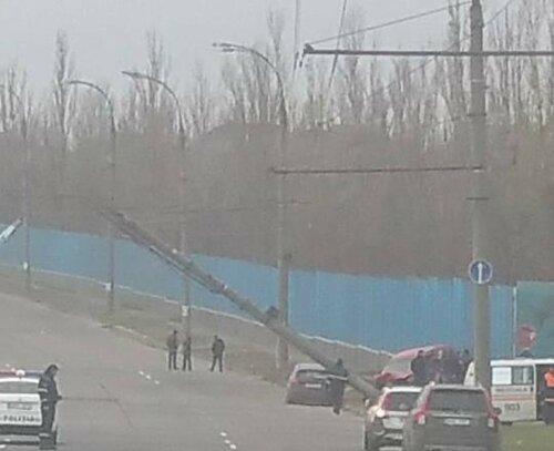 Вследствие ДТП в Кишинёве рухнула опора электропередач