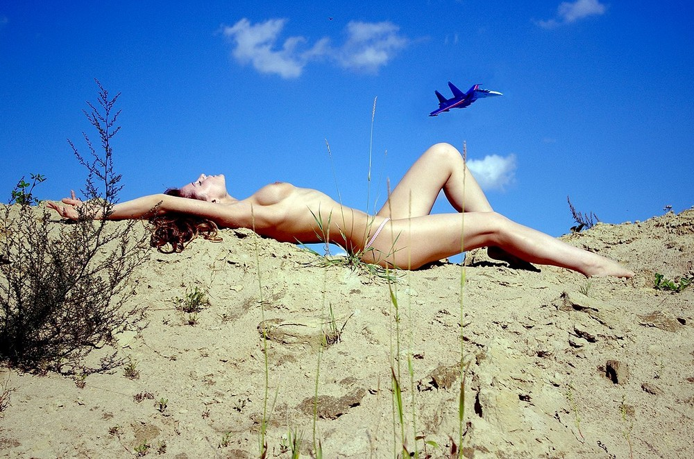Обнаженные девушки на свежем воздухе