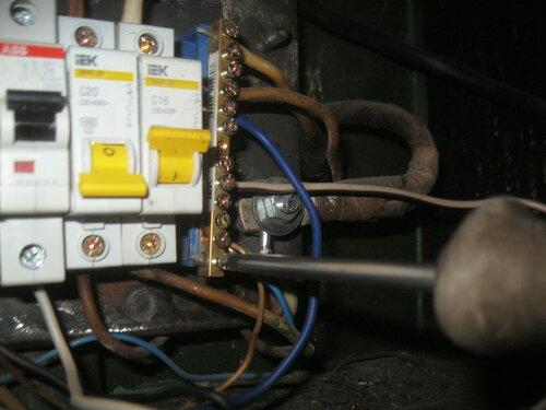 Срочный вызов электрика аварийной службы в коммунальную квартиру после отказа вводного автомата