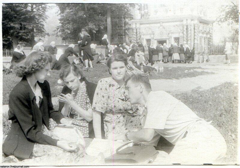 Загорск. Лето 1983 г. За едой.jpg