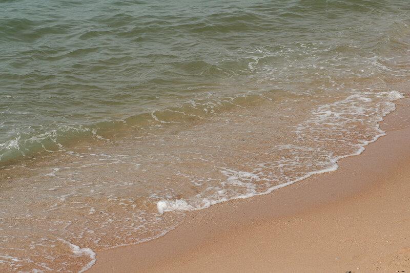 Волна набегает на берег - центральный городской пляж Паттайи