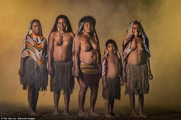 Таинственное племя до сих пор живет по первобытным законам. Глаза на лоб лезут от их традиций!