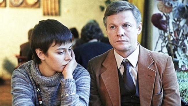 Вфильме : Милая иинтеллигентная Ольга одна воспитывает сына. Она любима, нопроблема втом, что ее