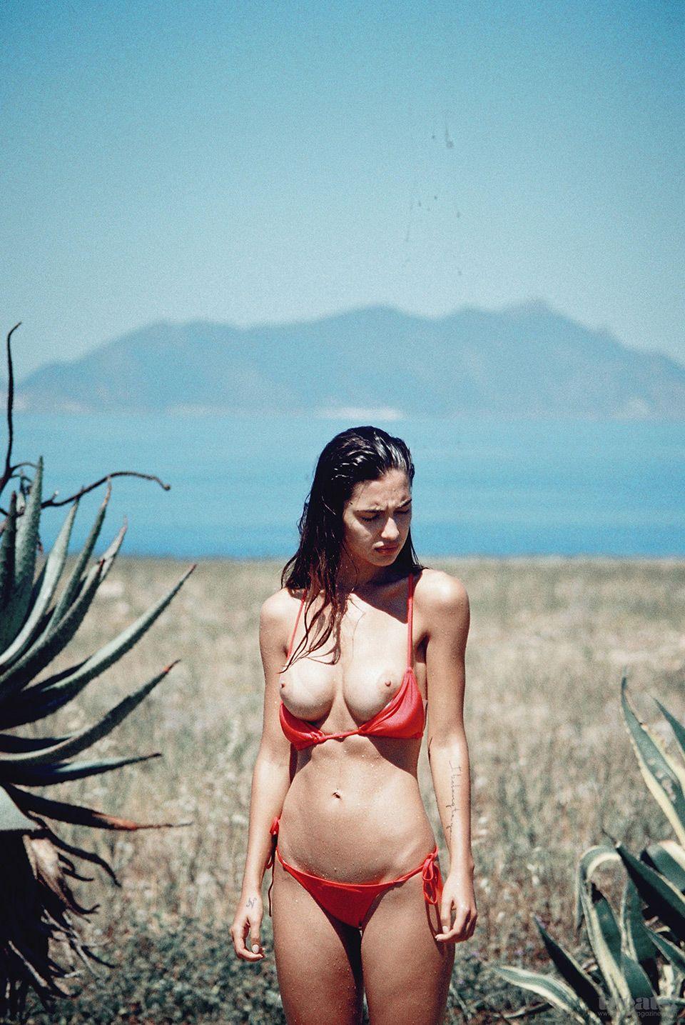Валерия Волкова в летней фотосессии для журнала Treats!