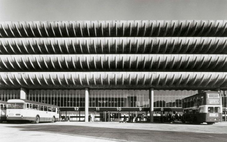 Воплощение брутальности конца 1960-х годов, спроектирована Китом Ингэмом и Чарльзом Уислоном из межд