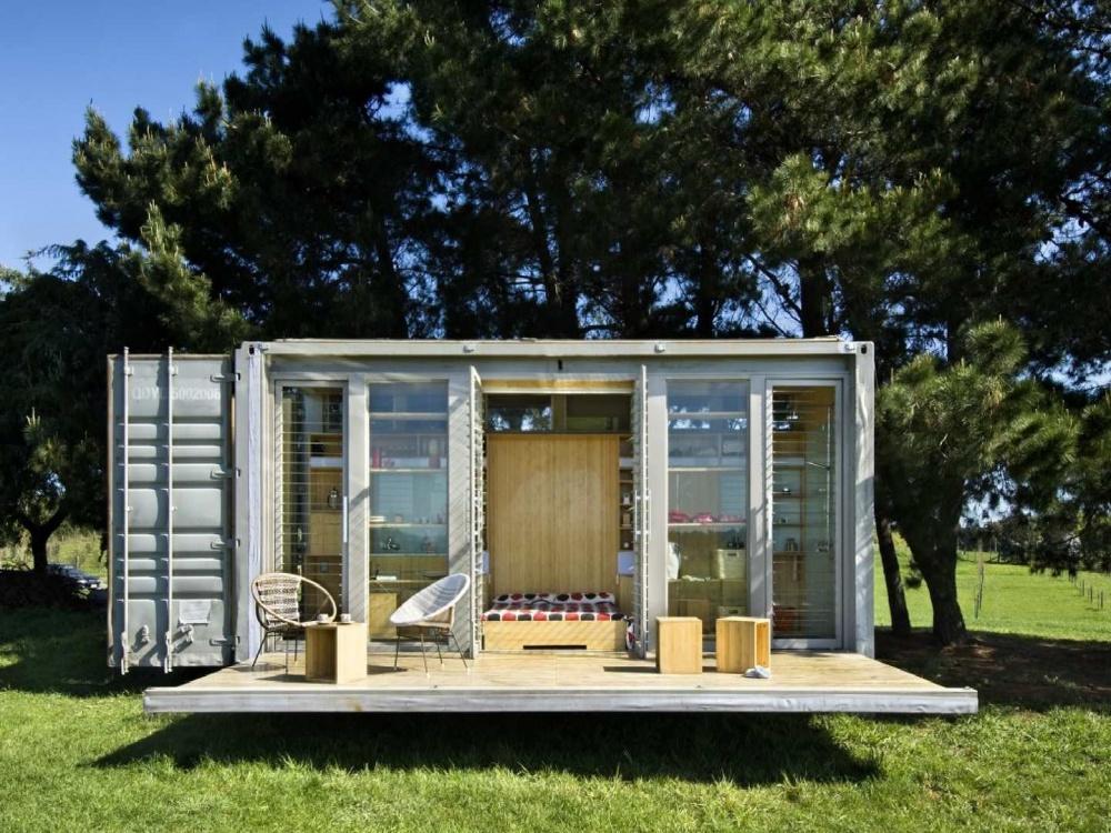 Хоть этот симпатичный домик меньше размером, чем гараж, онудовлетворит потребности вкомфорте семьи