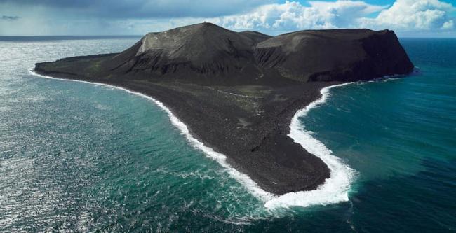 В1963 году вводах Исландии произошли извержения подводного вулкана, изакороткое время образовалс