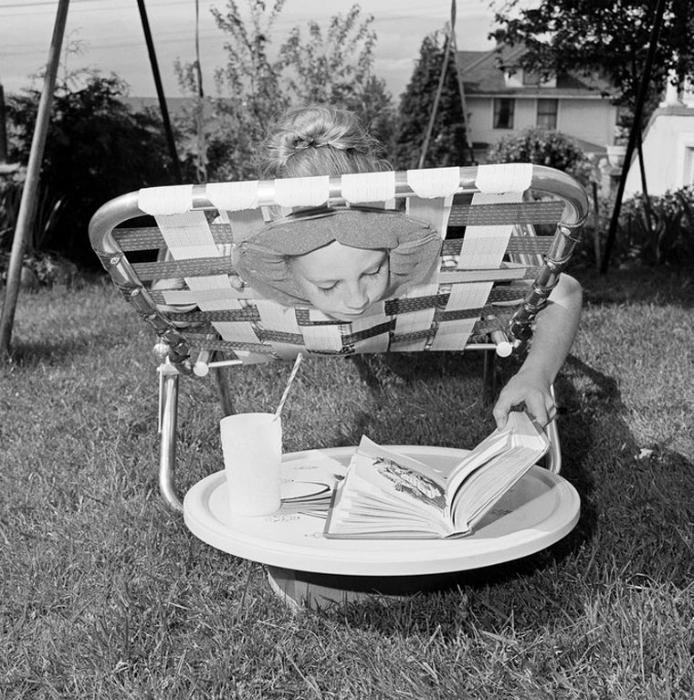 Шезлонг с отверстием для головы, который позволял принимать солнечные ванны с комфортом. 3. Детская