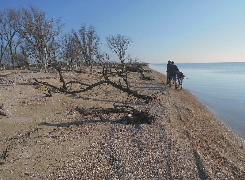В походе, мартовский берег ... DSCN4460.JPG