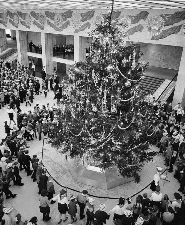 Новогодняя елка в Кремлевском Дворце съездов. 1969 год. Фото Николая Акимова и Льва Портера. Фотохроника ТАСС 1969 КДС.jpg