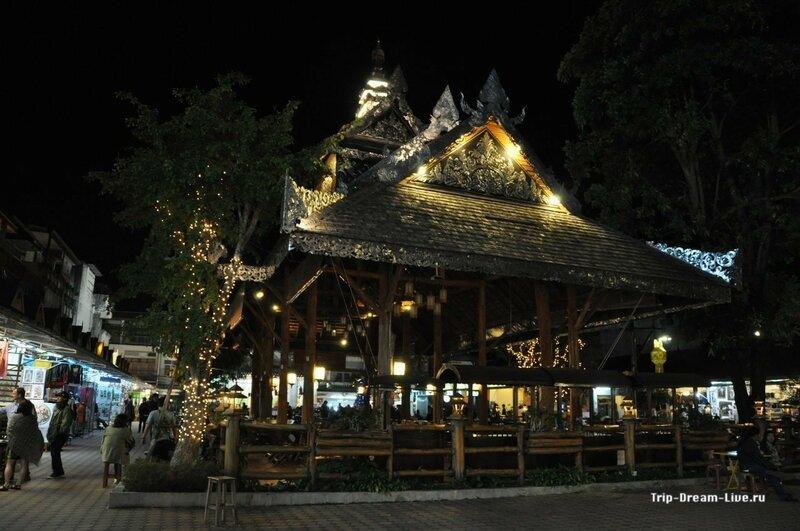 Фудкорд на ночном рынке в Чианграе