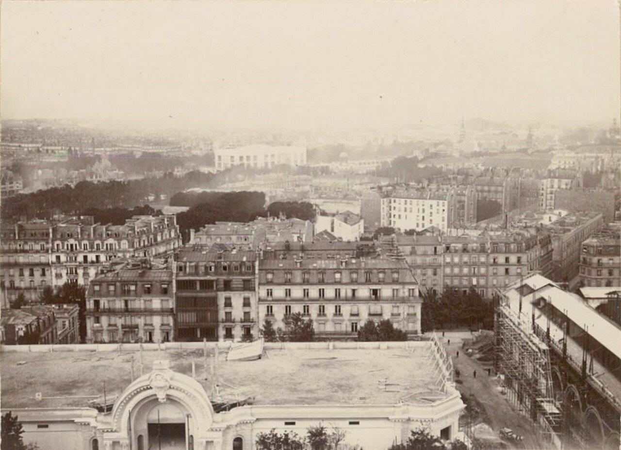 Париж и набережная Сены во время строительства зданий Всемирной выставки (вид с первого этажа Всемирной выставки)