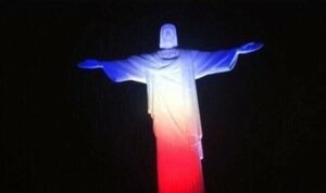Мировые достопримечательности окрасили в цвета флага Франции